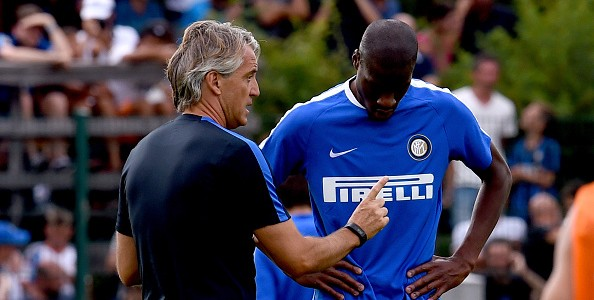BRUNECK, ITALY - JULY 13:  Head coach Roberto Mancini (L) and Geoffrey Kondogbia during the FC Internazionale training session at Riscone di Brunico on July 13, 2015 in Bruneck, Italy.  (Photo by Claudio Villa - Inter/Getty Images)